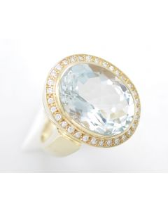 Aquamarin Ring 14 K Gelbgold 15,0 ct 32 Brillanten