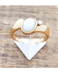 Ring Opal mit kl. Diamant 14 K Gelbgold 4,5 Gramm